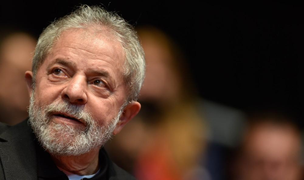 Resultado de imagem para Lula é condenado a 9 anos de prisão por Sergio Moro em caso do triplex do Guarujá