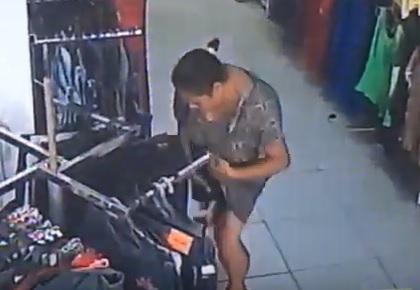 Resultado de imagem para Câmera flagra mulher roubado roupa e colocando peça embaixo do vestido em João Pessoa; assista