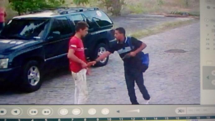 Resultado de imagem para Ladrão rouba carro e ainda agride vítima no Bessa; vídeo]