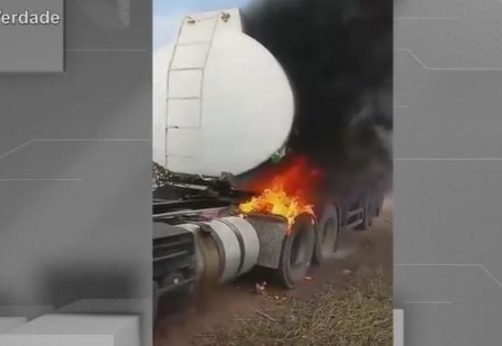 Resultado de imagem para Vídeo registra momento que fogo atinge carreta com 44 mil litros de álcool em Pedras de Fogo; veja